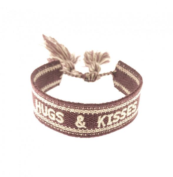 """HUGS & KISSES"" STOFFARMBAND IN KIRSCHROT"